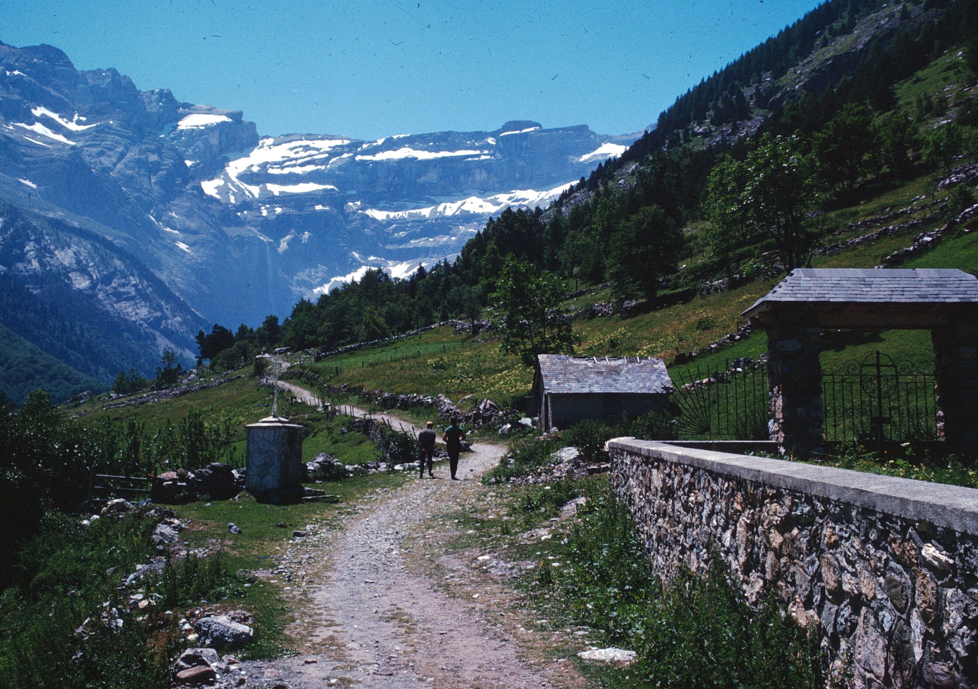 france gavarnie trail to spain start copy