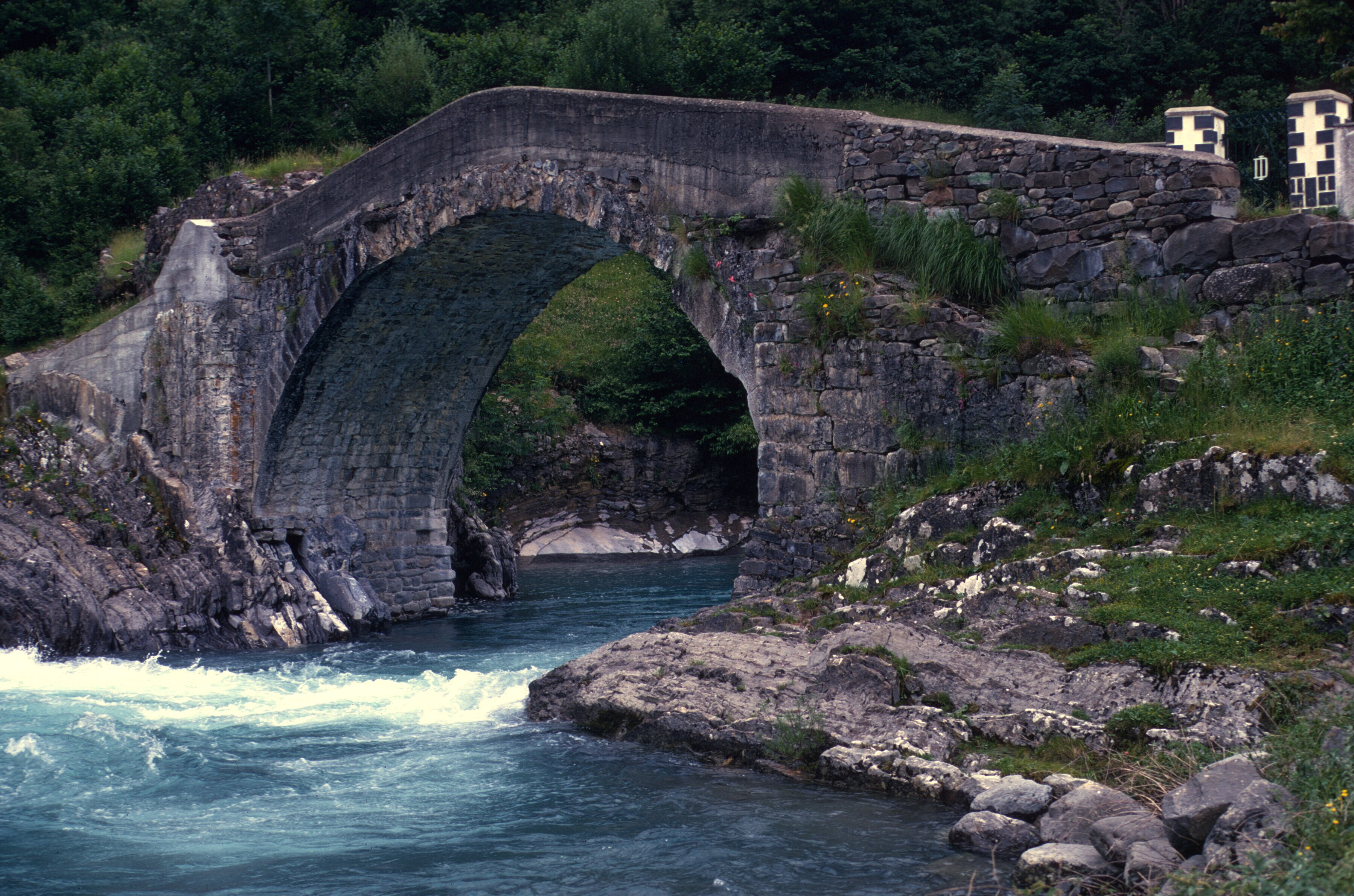 spain pyrenees torla bridge