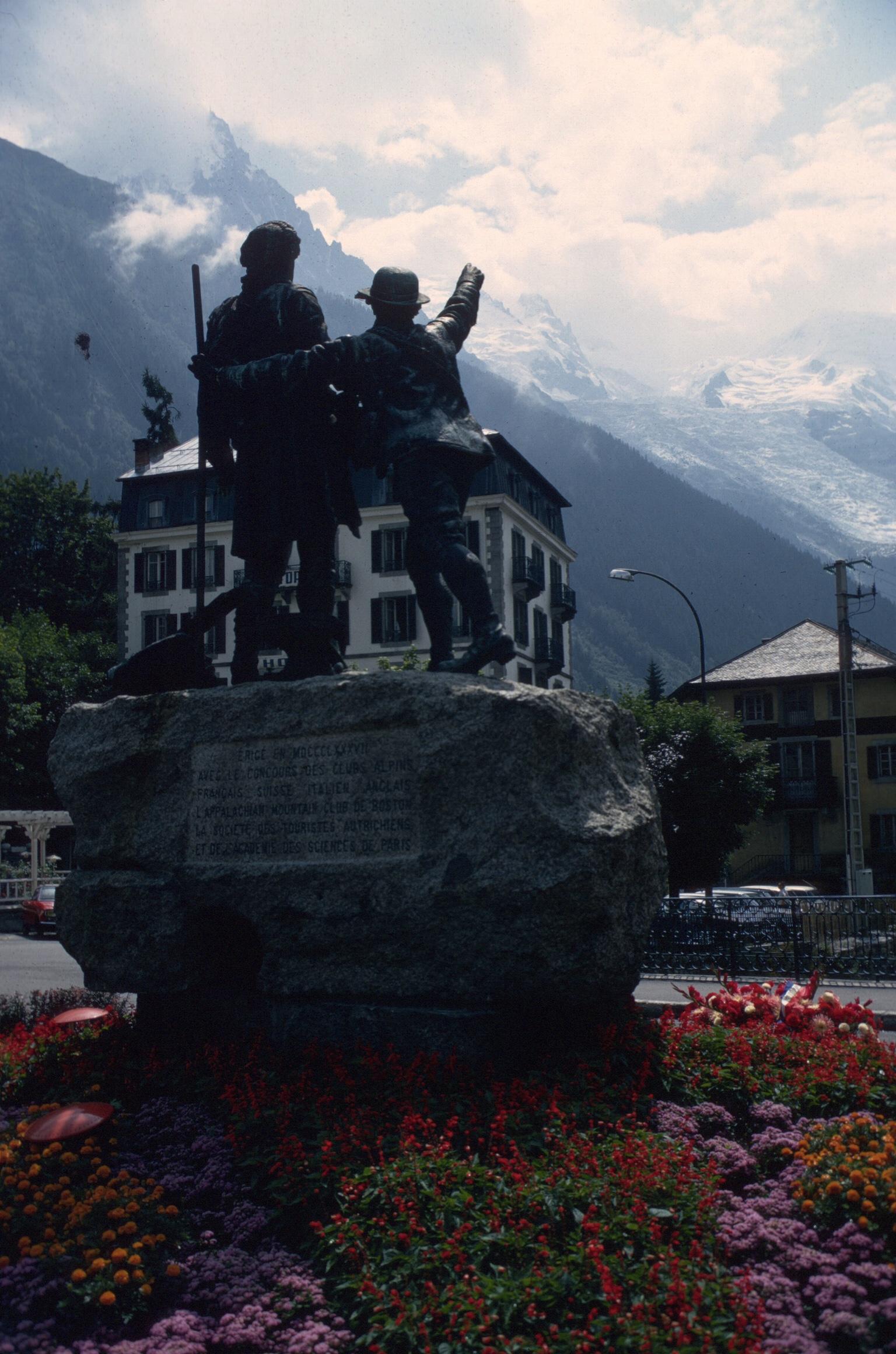 france chamonix statue